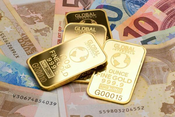 Nhặt được vàng đánh con gì